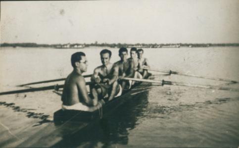 Trener Blažejoski na krmi četverca, 1933.
